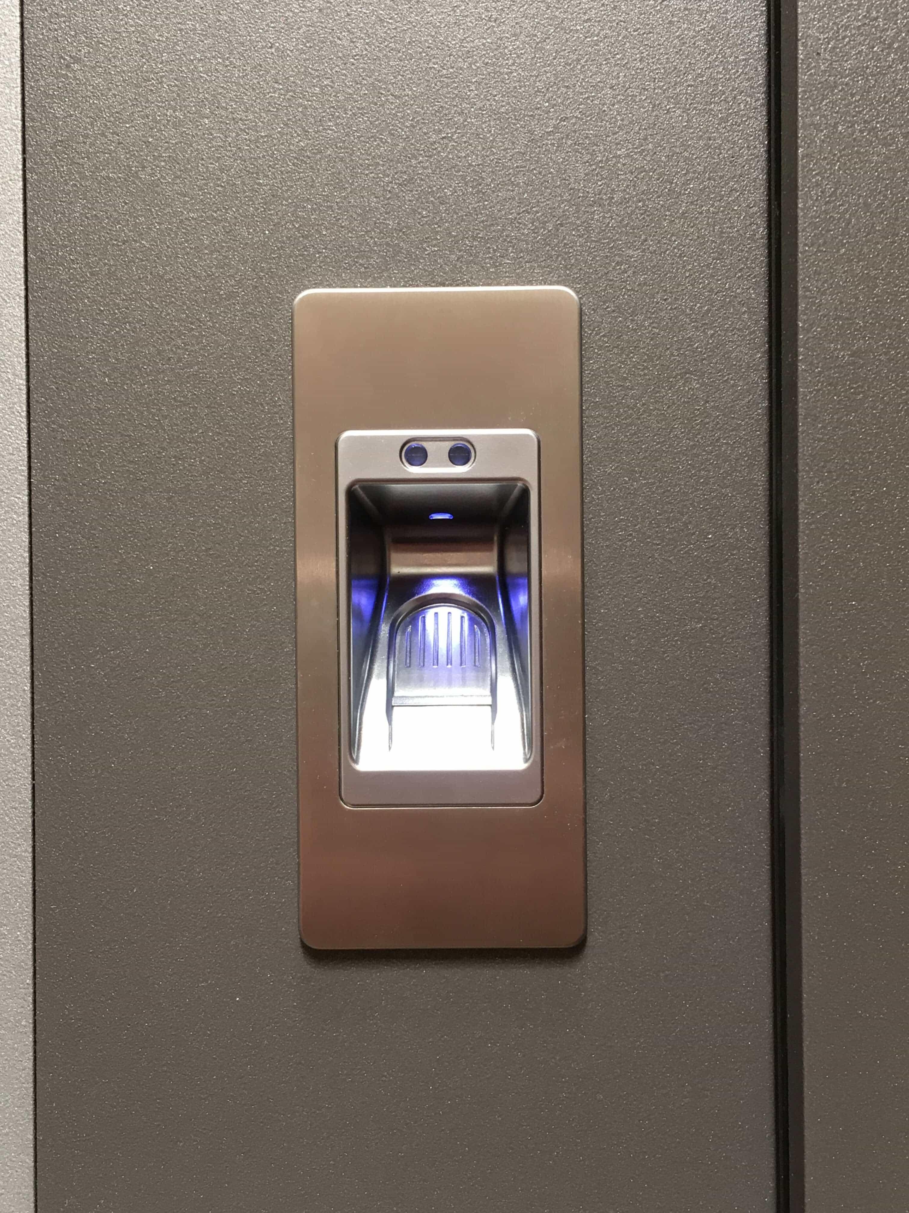 Ouverture de porte à reconnaissance digitale