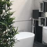 Salle de bain avec baignoire îlot